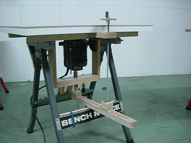 Poor mans router lift woodworking talk woodworkers forum poor mans router lift 011g keyboard keysfo Images