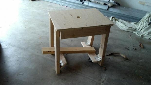 workbench with fold away castors-427622_240002262757427_1056489861_n.jpg