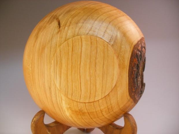 Oak bowl with a hole-bottom.jpg