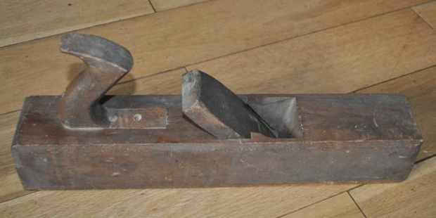 Looking to identify an old wood plane-dads-old-plane-002_small.jpg