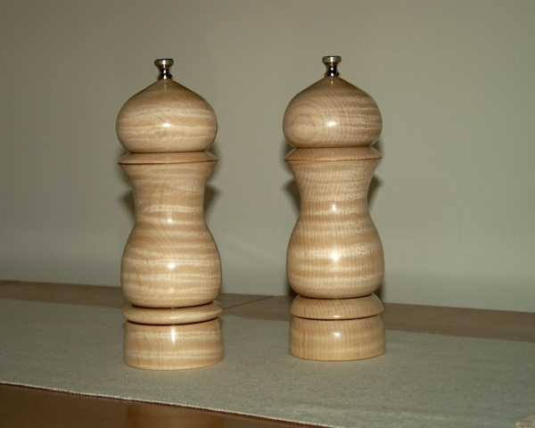 Newest salt and pepper mills-im002205.jpg