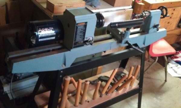 Delta 46-700 wood lathe-image-1505923766.jpg