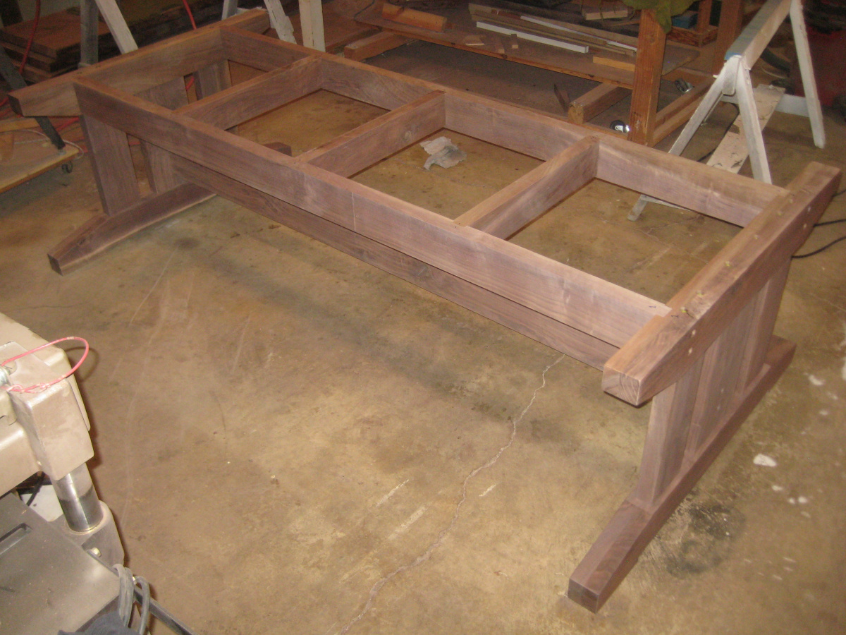 Walnut farmhouse table completed, at last-img_1343-1-.jpg