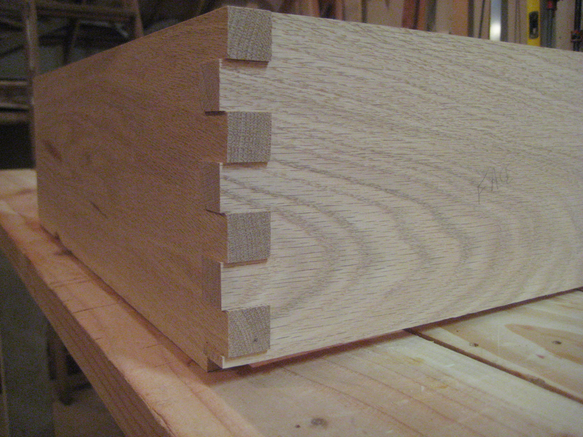 my home made finger joint jig (box joint)-img_1447-1-.jpg