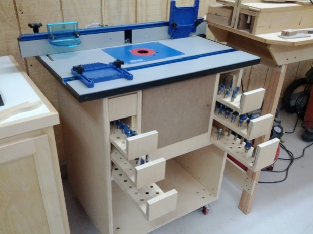 Benchtop Router Table Woodworking Plan - DIY Woodworking Projects