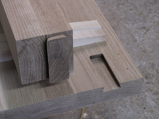 Table leg attachment-liitos_auki.jpg