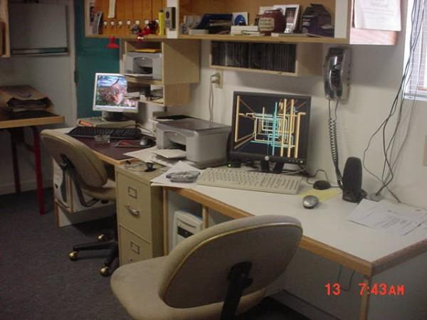 Computer desk-mvc-010s.jpg