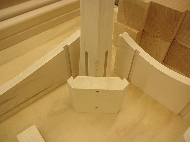 Help attaching table apron and legs-pa180516.jpg
