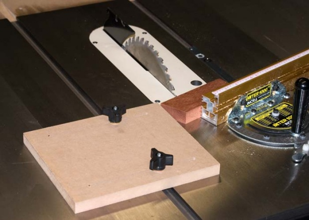 Marquetry Supplies-ripping_jig_0819.jpg