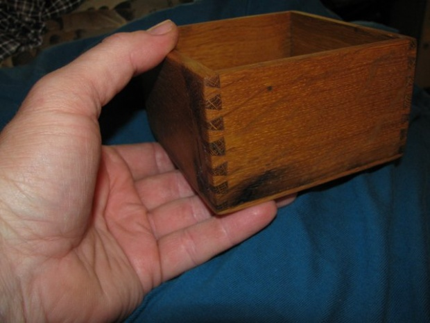 What's the thinnest wood worth dovetailing?-small-box.jpg