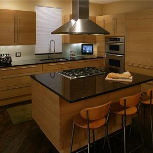 Custom Kitchen in Rift Oak with Horizontal Grain